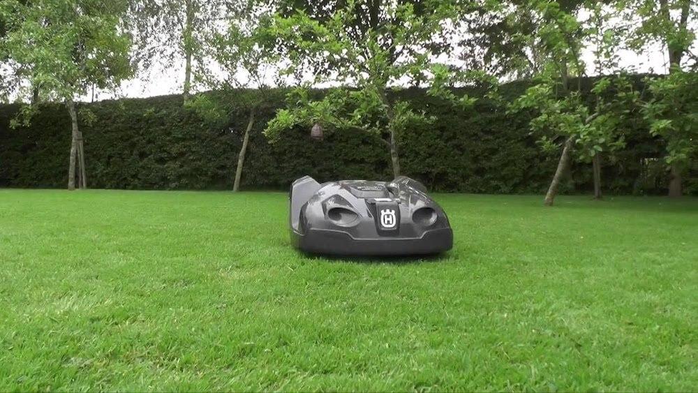 husqvarna automower 430x test vergleich zum vorg nger. Black Bedroom Furniture Sets. Home Design Ideas