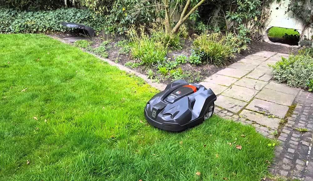 Mähroboter für getrennte Rasenflächen - Tipps